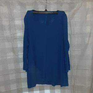 Crown and Ivy Top size Medium
